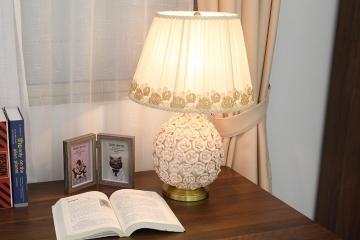 温馨卧室陶瓷台灯