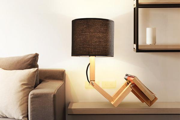 木头人台灯